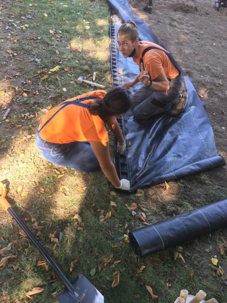 Zajęcia praktyczne w ogrodzie szkolnym